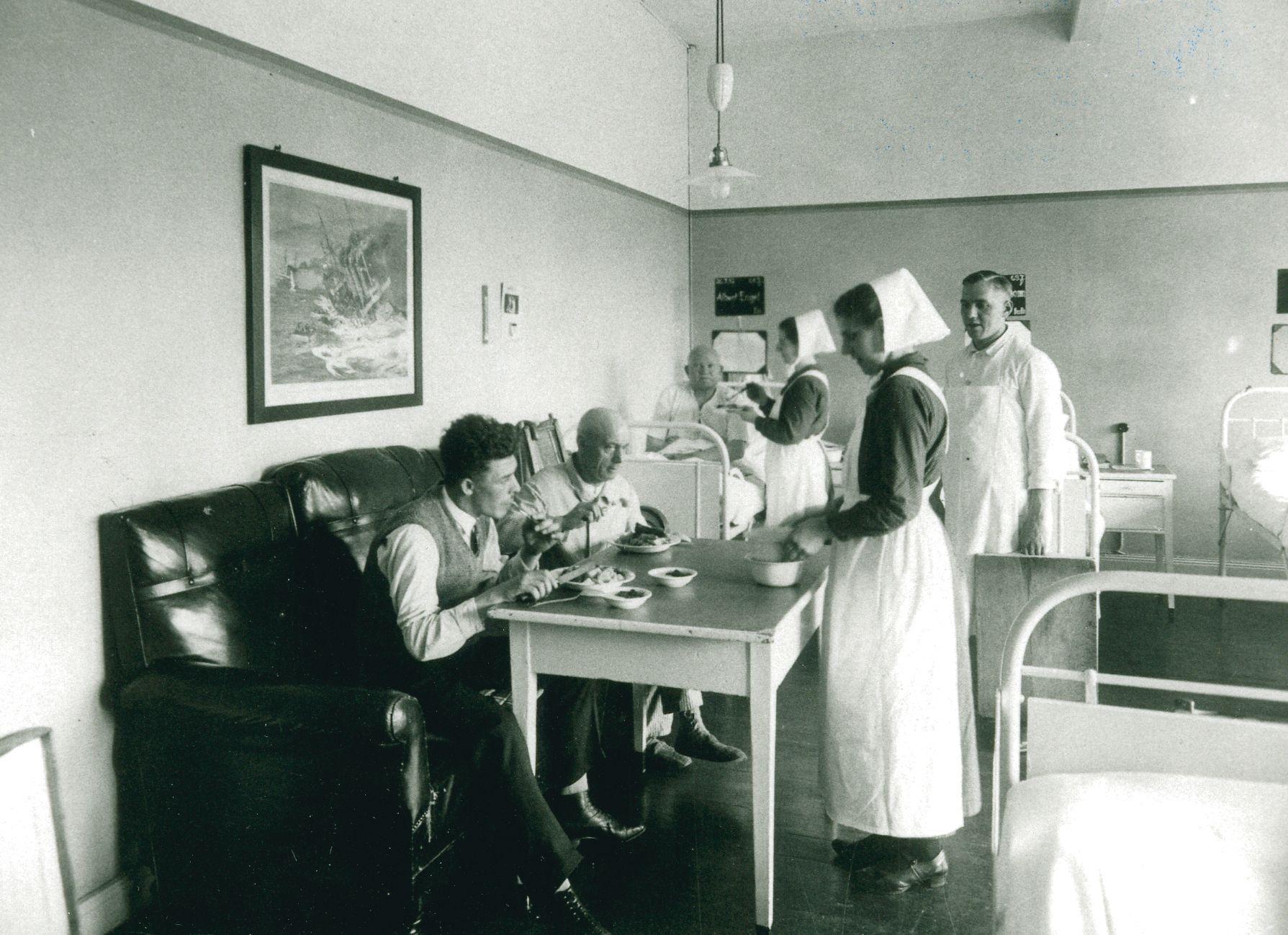 Im Fronbergkrankenhaus -  Männerstation 1935